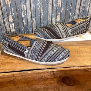 TOMS in excellent condition size 10 loafers/flats